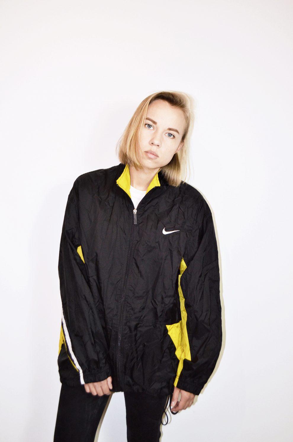 e2597410d2c1 Nike vintage sport shell jacket - HOT MILK - Branded sport clothing