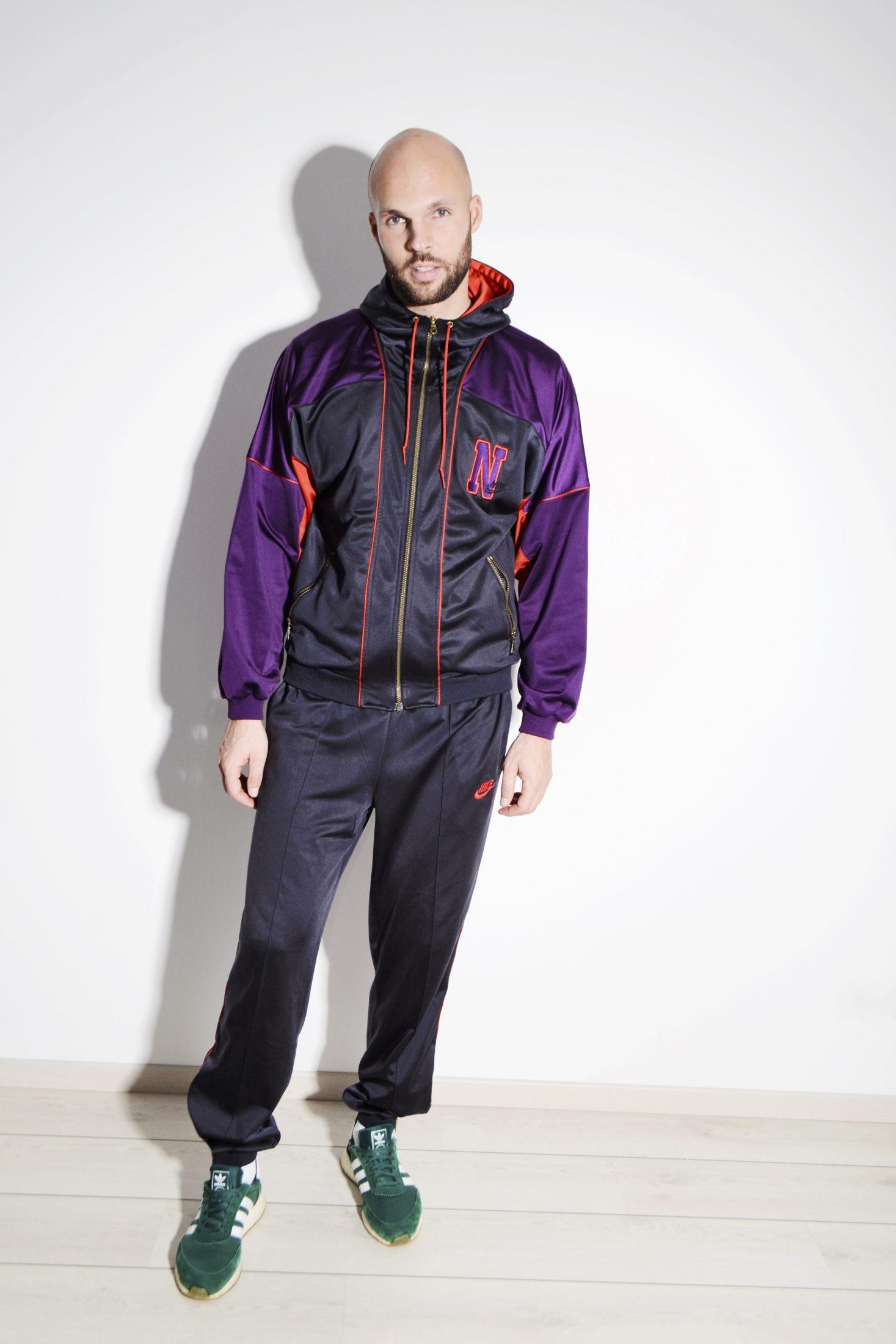 black and purple nike tracksuit