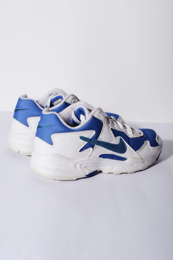 Nike vintage trainers in white blue colour