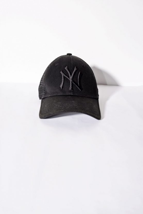 New Era New York Yankees trucker cap for men