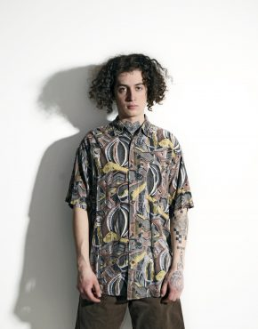 Abstract 90s pattern shirt