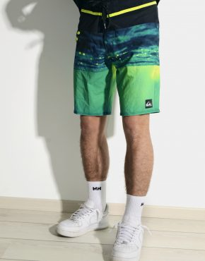 Vintage QUIKSILVER boardshort for men